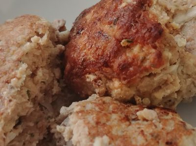close-up photo of three turkey meatballs
