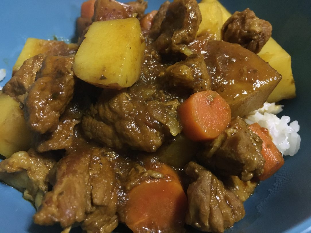 Image of carne guisada in blue bowl